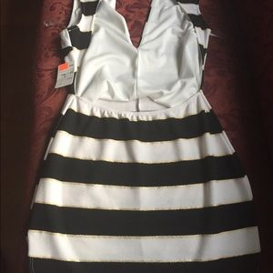 Dresses - Cute black white and gold dress! Size L!💜